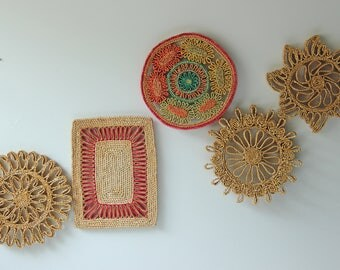 Set of 5 vintage woven trivets, round raffia straw, bohemian wall hanging decor