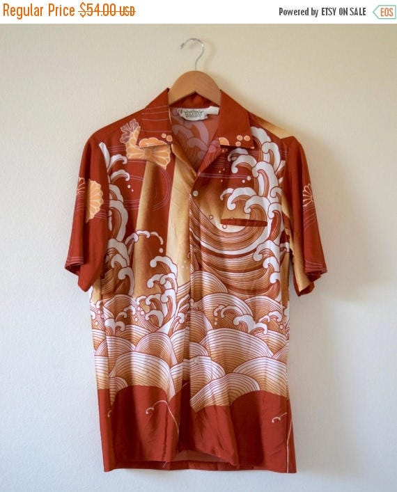 SUMMER SALE/ 30% off Vintage 60s 70s Malihini Big Wave Short Sleeved Hawaiian Shirt (size M/L)