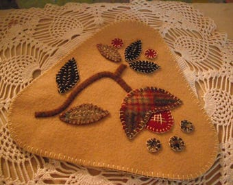 Wool Penny Rug/ Candle Mat -Folk Art- Primitive Art