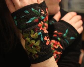 Glove/cuff with old woolen flowers.