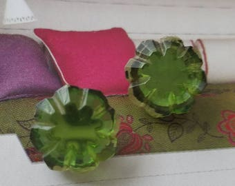 Vintage buttons 2 matching peridot green glass solitaire style metal settings 1950's  (aug 262 17)