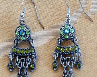 On sale Pretty Vintage Peridot Green Rhinestone Chandelier Pierced Earrings, Silver tone (J16)