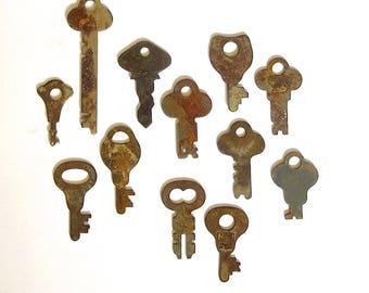 12 keys Key collection Wholesale keys Lots of keys Jewelry keys Craft keys Old odd keys Diy keys Key assortment Real Authentic Weird  #7