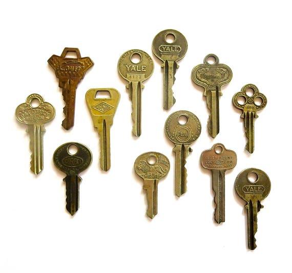 12 vintage keys flat keys key collection key assortment house for Classic house keys