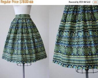 ON SALE 50s Skirt - Vintage 1950s Skirt - Novelty Print Tribal Sun Cotton Full Skirt S M - My Aim Is True