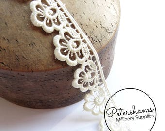 Plump Flower Guipure Lace Floral Embroidered Trim 1m (1.09 yards) - Ivory