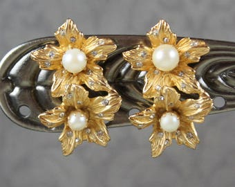 Vintage Double Flower Rhinestone Accented Cultured Pearl Gold Tone Clip On Earrings