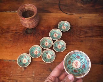 Set of eight porcelain Chinese soy sauce bowls in turquoise Mun Shou Longevity