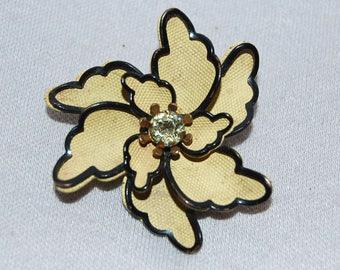 Rhinestone Flower Brooch / 3D / Bling / Sparkle / old jewelry