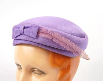 Mid 1950s Light Purple Pillbox Hat - Feather Accent // Small Brimmed Pastel hat -Bow Veiled Feathered