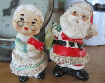 Vintage Lefton Santa & Mrs Claus Salt and Pepper Shakers Spaghetti Trimmed Ceramic Made in Japan Kitschy Cute