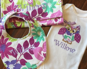 Owl Baby Set-  Bib and Burp Cloth Set- Personalized Gift Set- Baby Shower Set- Owl Bodysuit Set