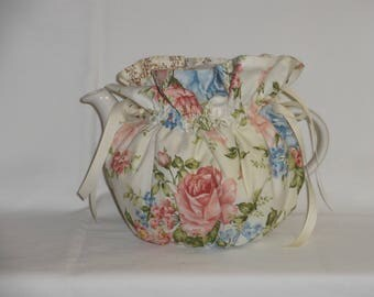 Pretty Pink Roses on Cream Reversible 6 Cup Teapot Cozy