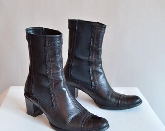 25% off Storewide // Vintage 1990s CHELSEA leather ankle boots /8