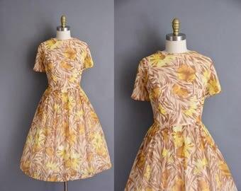 Plus Size vintage 50s dress. golden yellow floral 1950s full skirt vintage dress
