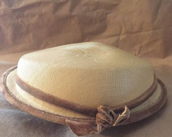 1930's Vintage Woven Straw Colored Curvette Hat in Good Condition with Velvet Detailing
