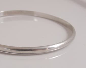 Sterling silver smooth half-round bangle