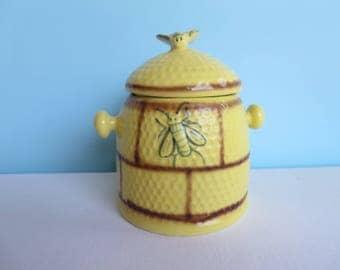 Vintage Beehive Cookie Jar - Biscuit Jar - Bumble Bee Kitchen