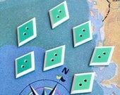 7 diamond shape buttons - 2 cm - Lozenge Green White geometric buttons - 2 holes - antiques - BOUTV20