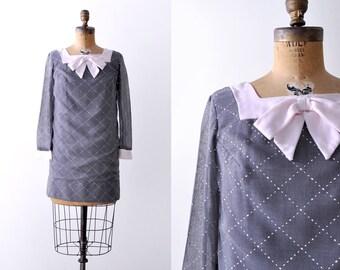 1960's gray mini dress. 60 shift dress. white dashed. mod. S M. Ascot bow.