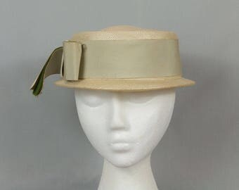 Vintage pillbox hat Off white Bow in front Feather shaft decoration Woven of organic material