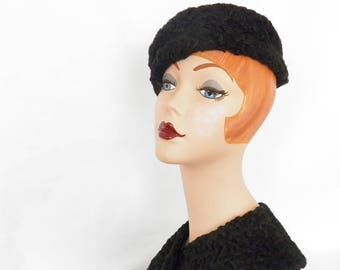 Lambswool black hat with matching collar, 1950s vintage fur