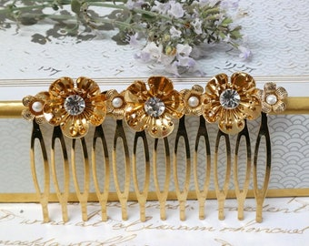 SALE - Flower Wedding Comb, Wedding Decorative Comb, Wedding Hair Accessories, Gold Floral Hair Comb, Pearl Bridal Comb, Gold Wedding