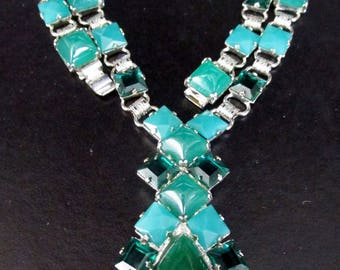 WILLIAM DELILLO RARE Jade Green Glass Lucite drop Gorgeous Green Necklace