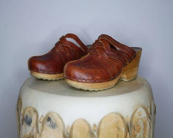Vtg 70s brown leather wooden slip on clogs size 35