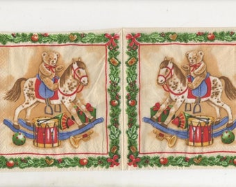 3210 - Set of 4 napkins horse has a toggle clasp