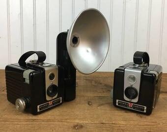 2 Vintage Kodak Brownie Hawkeye Camera's + 1 Flash Unit