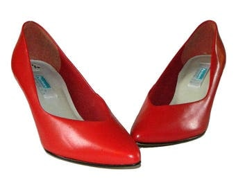 Vintage 1980's Red Leather Pumps Size 7 1/2