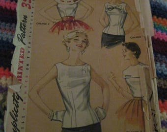 Vintage SIMPLICITY Printed Pattern #1586...sz 11....Juniors/Misses 4 way Blouse w/ removable collars ...1940's/50's ...#121...