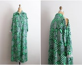 60s Psychedelic Maxi dress / 1960s Tunic / Boho Dress / Green Dress / Cut Out Maxi Dress / Cut Out Shoulder / Caftan / Size M/L
