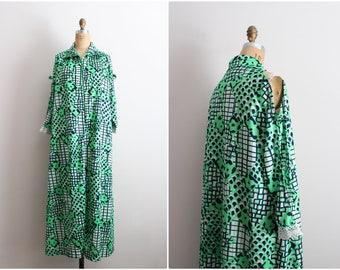 60s Psychedelic Maxi dress / 1960s Tunic / Boho Dress / Green Dress / Cut Out Maxi Dress / Cut Out Shoulder / Caftan / Size M/L