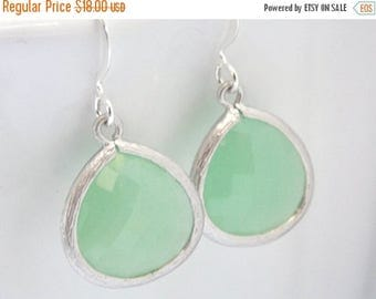 SALE Mint Geen Earrings, Glass Earrings, Pistachio, Bridesmaid Jewelry, Silver Earrings, Bridesmaid Earrings, Bridal Jewelry, Bridesmaid Gif
