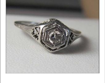 Vintage 18k .15 ct VS Diamond Filigree Engagement Ring