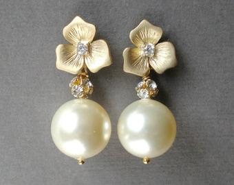 ON SALE Elegant Bridal Ivory Pearl  Gold  Earring Charming Dangle Design