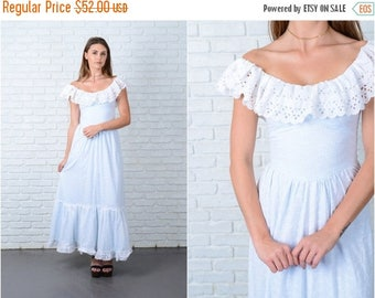 Sale Vintage 70s White Boho Dress Blue Lace Full Prairie XS 9057 vintage dress 70s dress lace dress full dress prairie dress xs dress