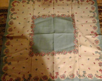 Vintage tablecloth with 4 cloth napkins