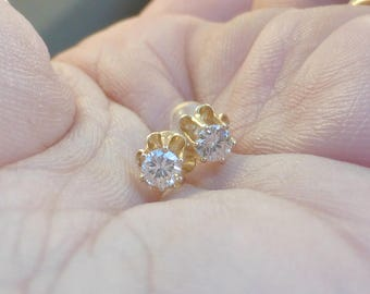 Fine 14k buttercup set  .30ctw diamond stud earrings