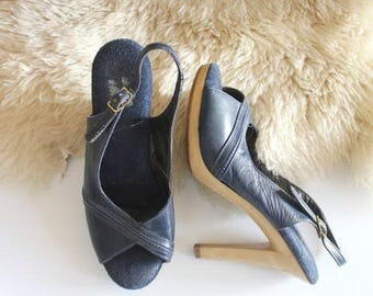 ON SALE Vintage 70's Navy Leather and Wood Stiletto Heels Sz 6.5