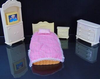 Barbie Schlafzimmer Set Rüstung Bett Nacht Stand Kommode TV Mattel Jahrgang  1993 Barbie Möbel