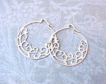 Beautiful Pair of Vintage Sterling Silver Gypsy Hoop Earrings
