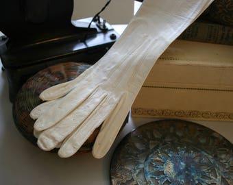 Edwardian Opera Gloves. White Kid Leather, Paris 1900s. Long gloves - leather gloves - evening gloves -La Belle Epoque