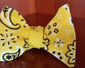Yellow and Black Paisley 2-in-1 Freestyle Bowtie