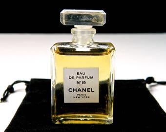 Vintage CHANEL No 19 Perfume Eau de Parfum .27 oz (8 ml) Rare Size Fabulous Gift Bag