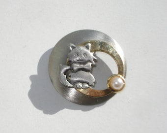 Vintage Round Cat Brooch - Kittie Pin - Silver Tone Pearl Retro Jewelry  1980s