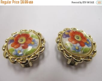 ON SALE Floral Earrings in a Gold Tone Setting Item K # 558
