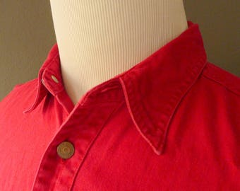 RARE Vintage Levi's 100% Cotton Red Denim Casual Chore Work Shirt Size M | 15 1/2 - 34.  Made in Hong Kong.